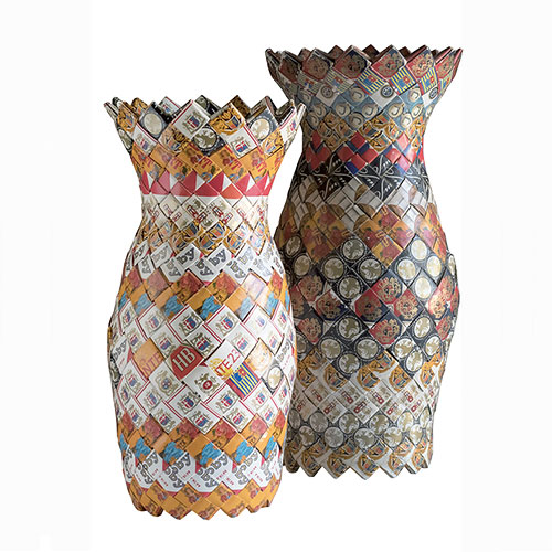 Upcycling: modern vases are made of empty cigarette boxes that would otherwise end up in the rubbish. © Brigitte Felderer, photo: Stefan Wiltschegg